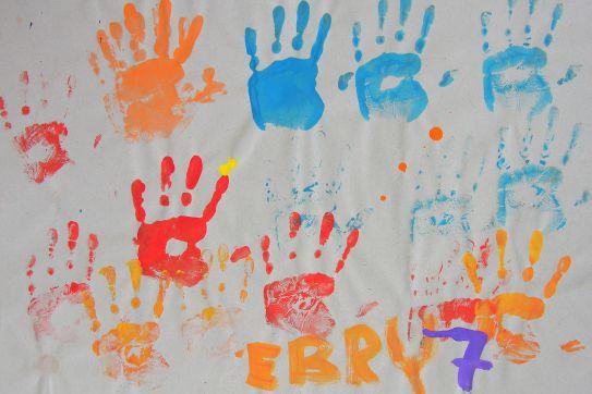 Gemalte Kinderbilder aktionskunst kindermalen kinderbild jüngste künstlerinnen und